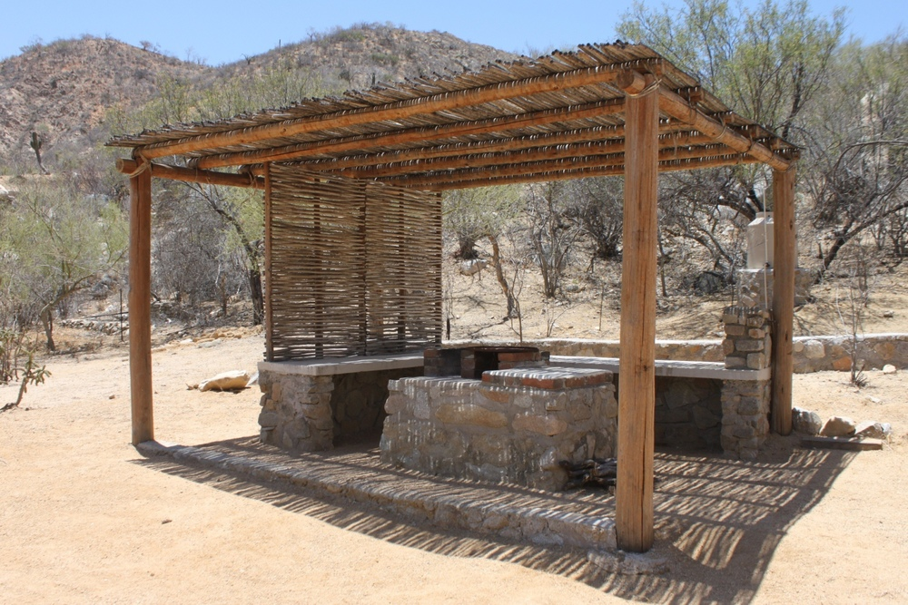 Ranches rancho cacachilas for Mexican outdoor kitchen designs