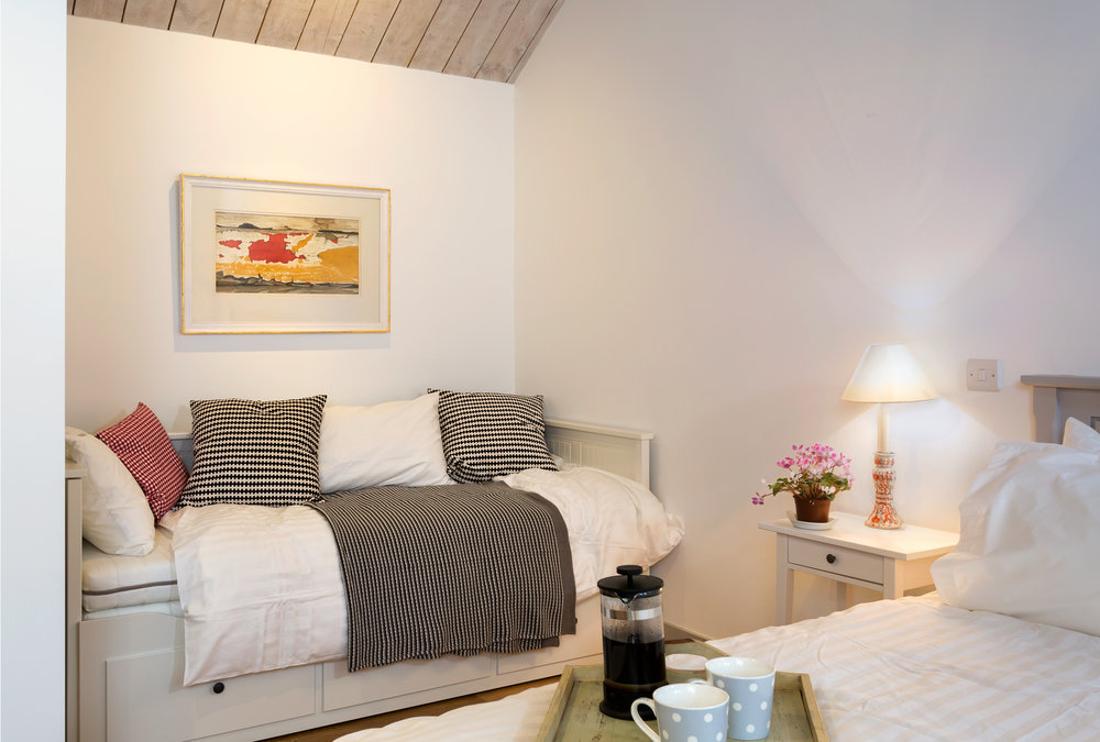 The Vineyard - Lordship's Barns - bedroom 2