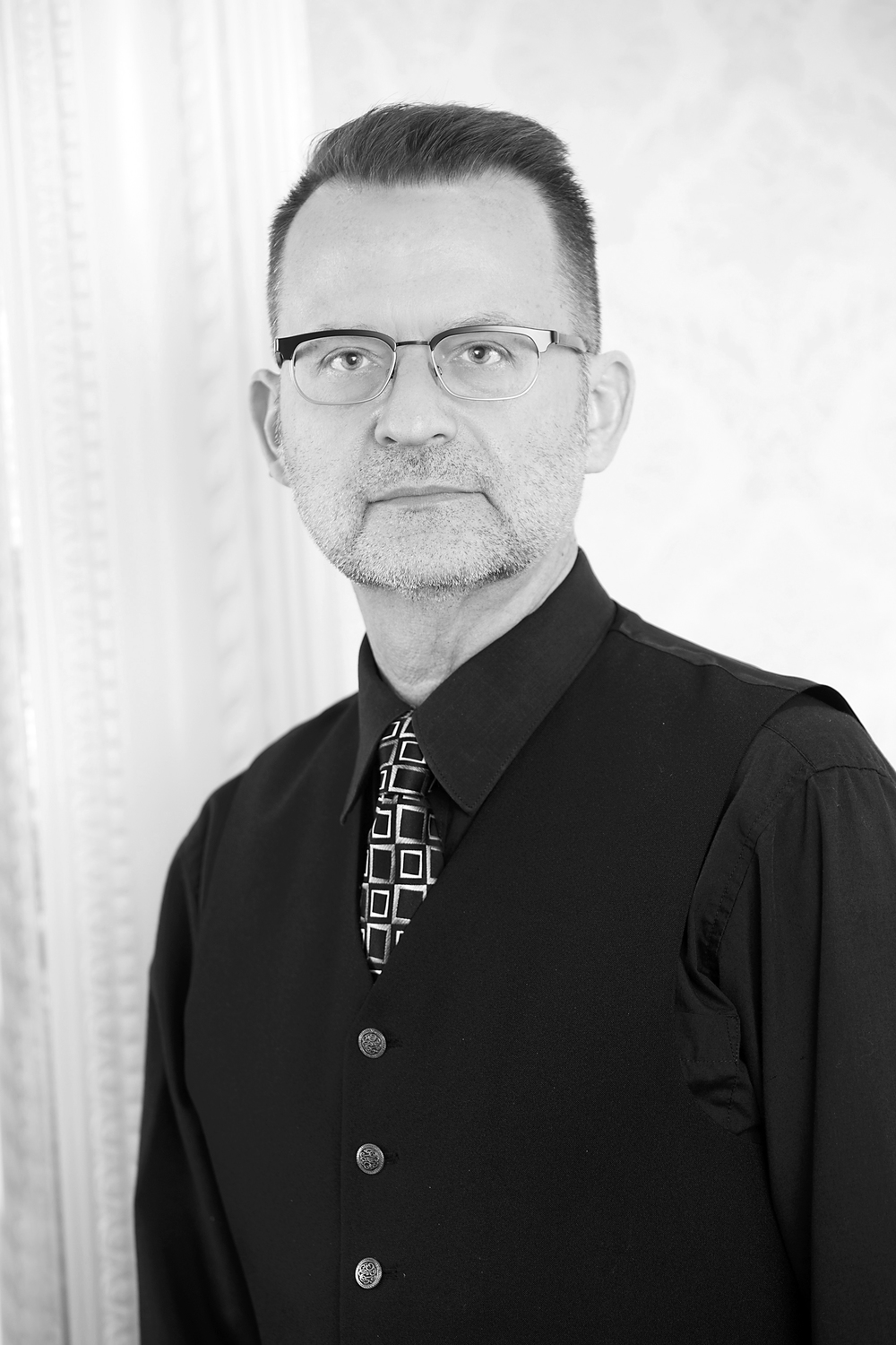 Mark, colourist He brings a fun and quirky energy to the salon's atmosphere and a wealth of knowledge for hair colour. With over 25 years experience as a colourist, Mark knows his way around a head of hair and how to please each guest while entertaining them a little.