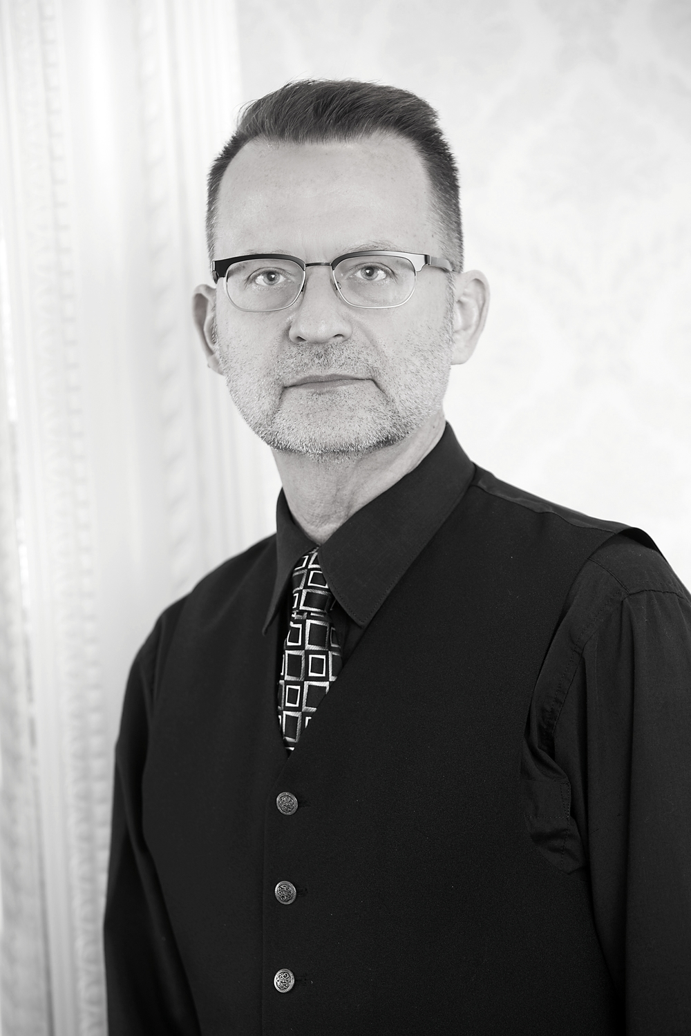 Mark, colour Mark has over 25 years of professional experience as a colourist, texturizing specialist, and perm specialist and he attributes his success to being meticulous and particular with his craft. he has worked as a colour educator for wella's professional brand, and is a master in creating red and cooper tones with the aveda colour line. mark has been a member of the storm team for over four years, and he loves to create the perfect look for each and every person who sits in his chair.