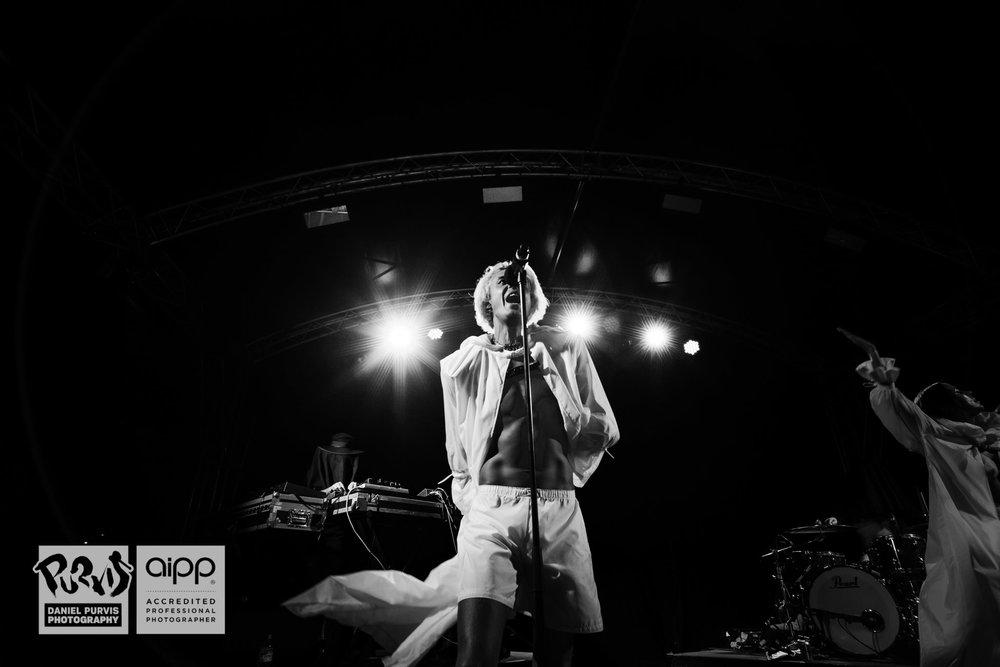 Confidence Man - Ofiesta - Daniel Purvis 02
