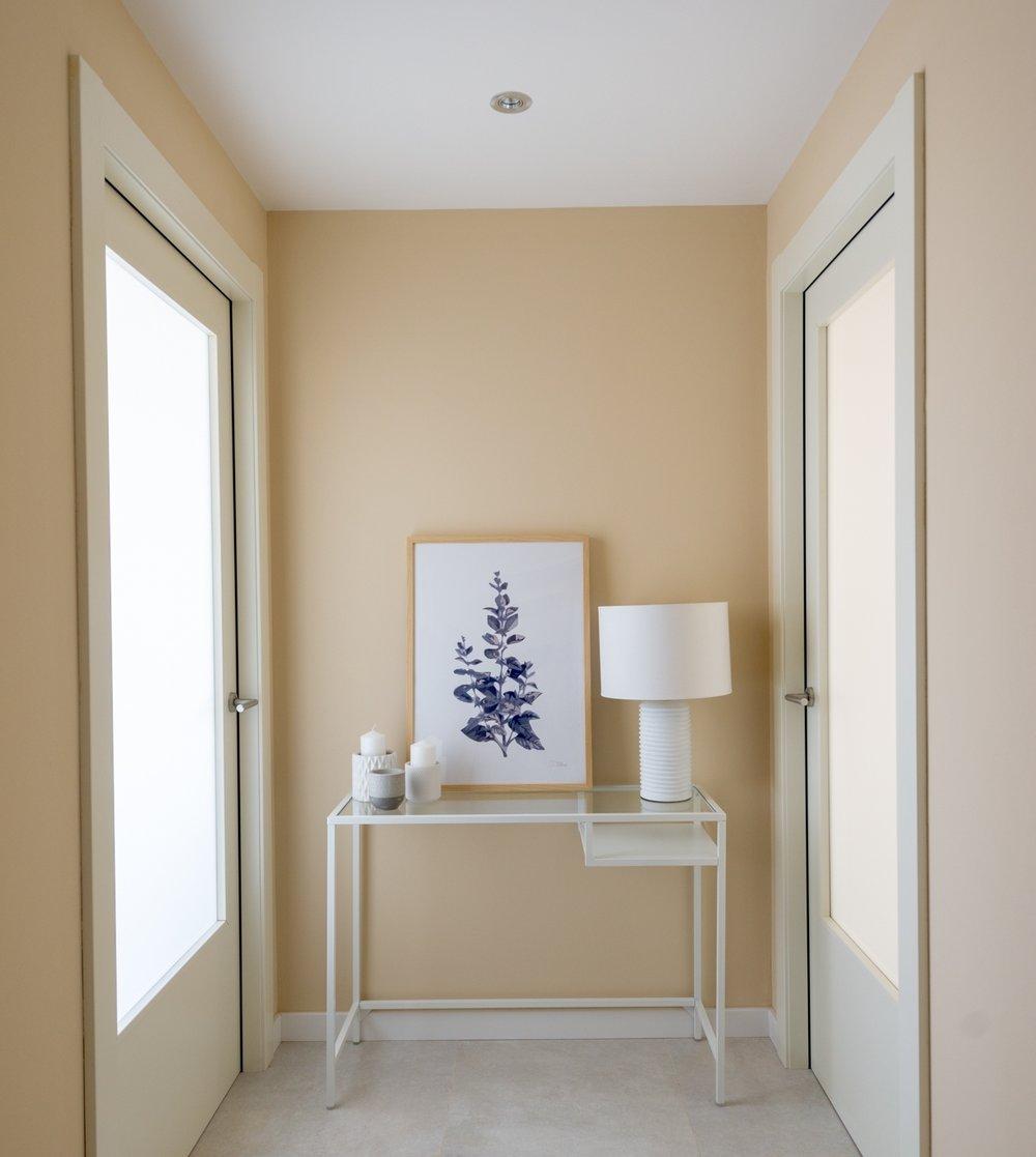 Siempre podemos decorar con cuadros apoyándolos sobre los muebles. - Encuentra inspiración en nuestra tienda