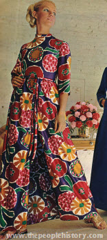 1970boldprintloungedress.jpg