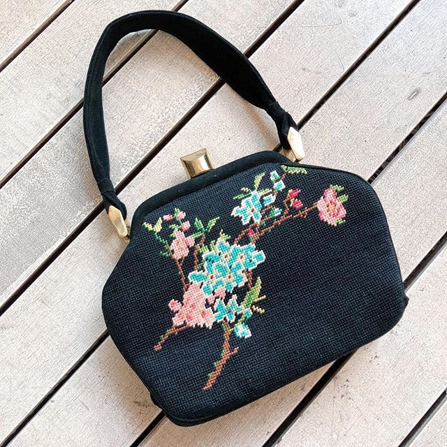 The suede handle, the stunning cross-stitch florals, the shape, the metal details - We love everything about this late 1940s purse! Part of a recent shipment of vintage bags, available in the showroom🌸💕