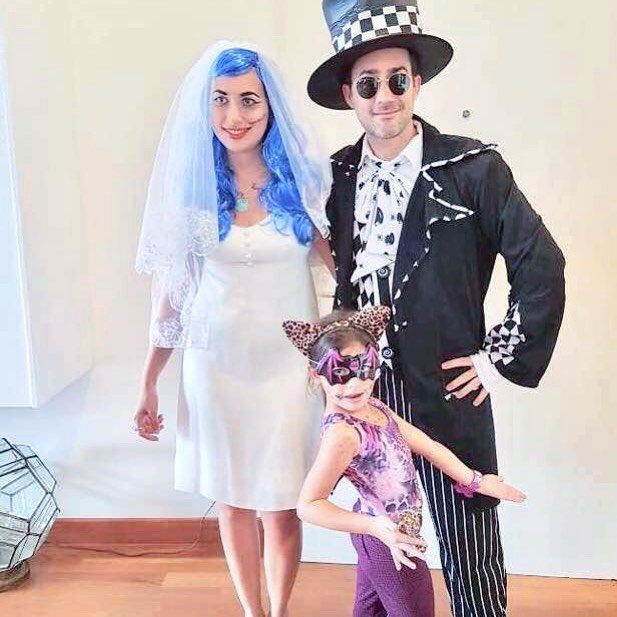 When Sophye did corpse bride in her 1960s wedding dress from Vinter Vintage💀💙 Check out her vintage collection on @sophyevintage
