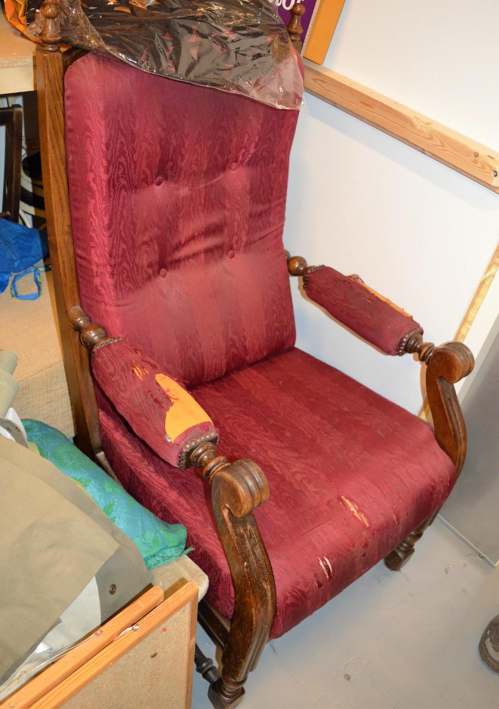 Verstaalla tekevät vielä ihmeitä tälle puhkikuluneelle tuolille