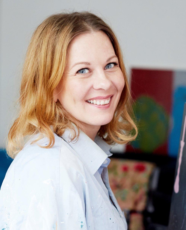 Luovuusvalmentaja ja taideterapeutti Krista Launonen