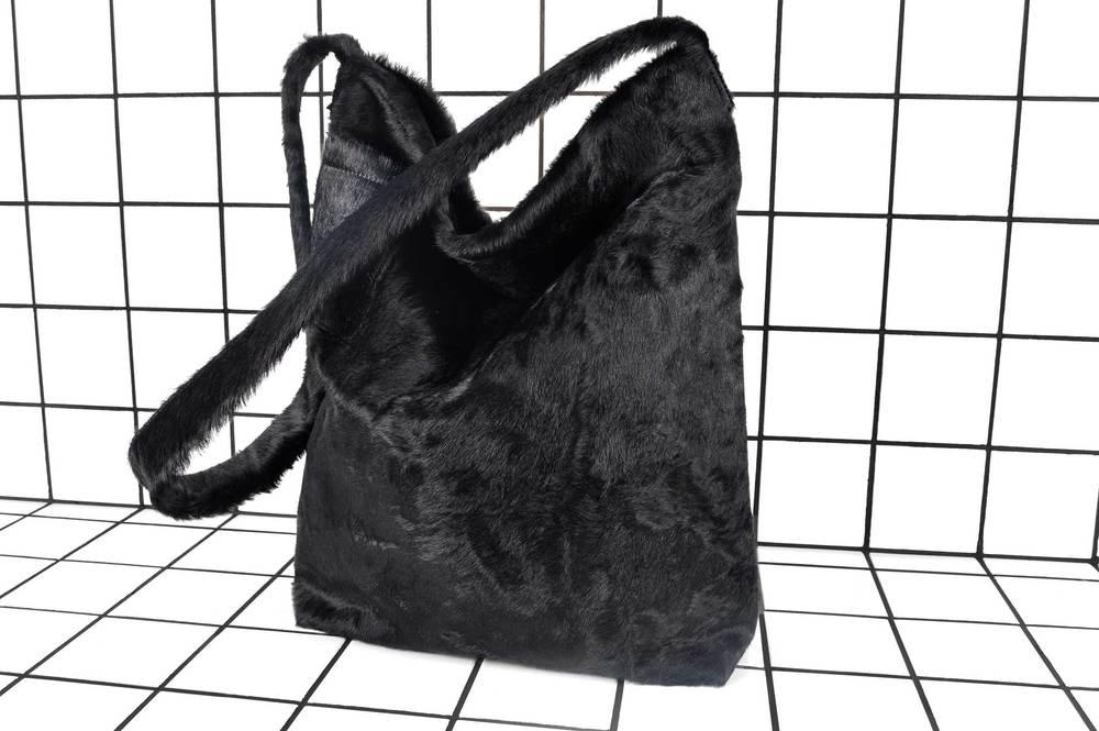 VALDES-hairy-black.jpg