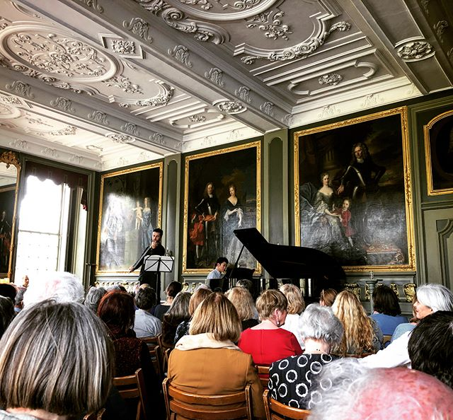 Spring Sonata in spring at Castle Duivenvoorde 🐦🌺🍃 . . #beethoven #spring #holland #violin #piano #duo #castle #cake