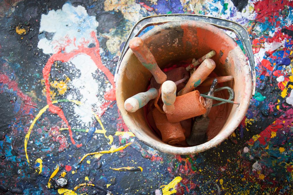 Paint pot, John Hoyland studio. Photo © Brian Benson, 2016.