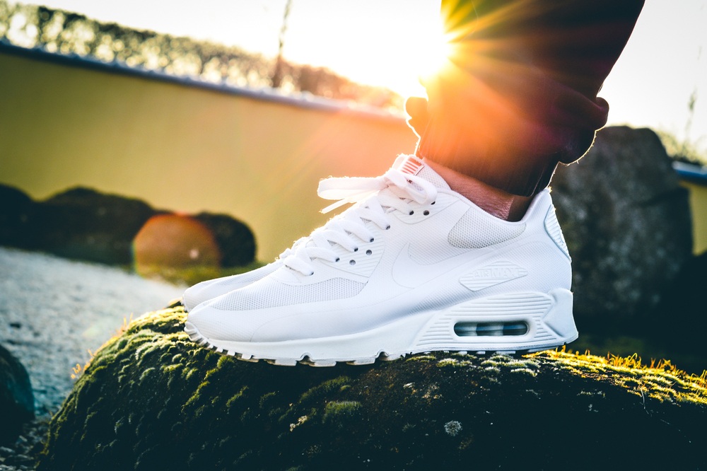 Air-Max-90-Hyperfuse-Independence-Day-03.jpg