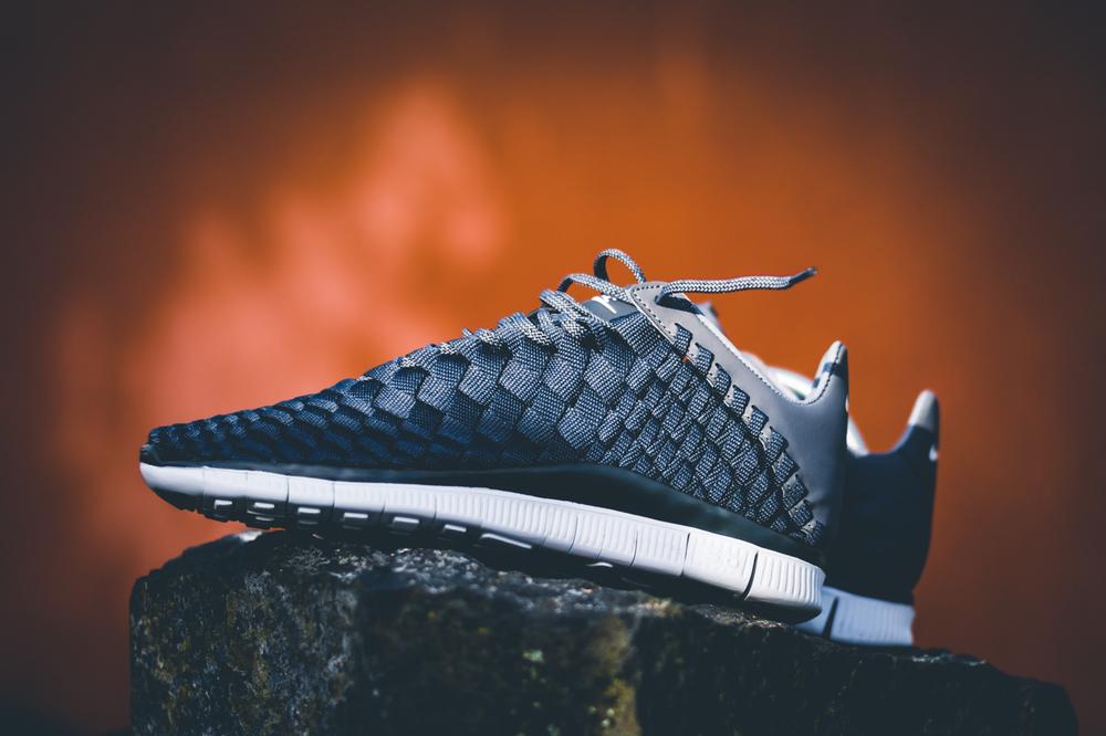 Nike_Free_Inneva_Woven_Anthracite_Dark_Grey_White_02.jpg