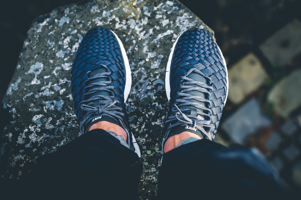 Nike_Free_Inneva_Woven_Anthracite_Dark_Grey_White_05.jpg