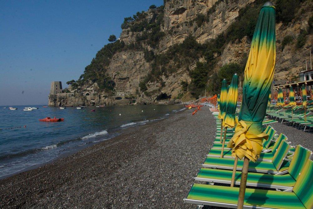 Cornelio beach before the morning rush