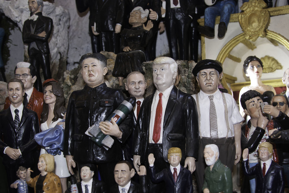 yes that is Donald Trump and Kim Jung Un at the nativity. Jesus appears to be cropped out.