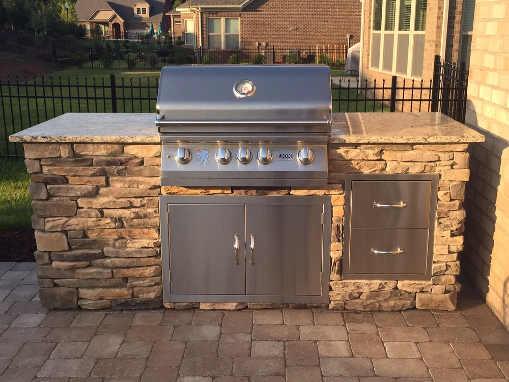 Outdoor Kitchen grill island
