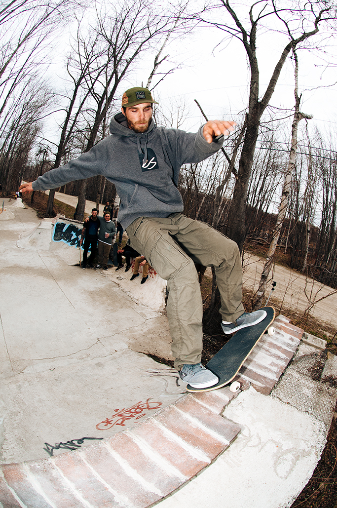 JamesEngle_FrontPivotFakie_AndrewFosterPhoto.jpg