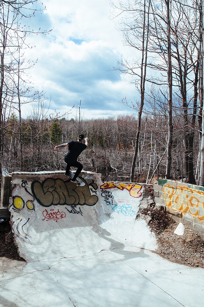PhilEngle_Tailslide_AndrewFosterPhoto.jpg