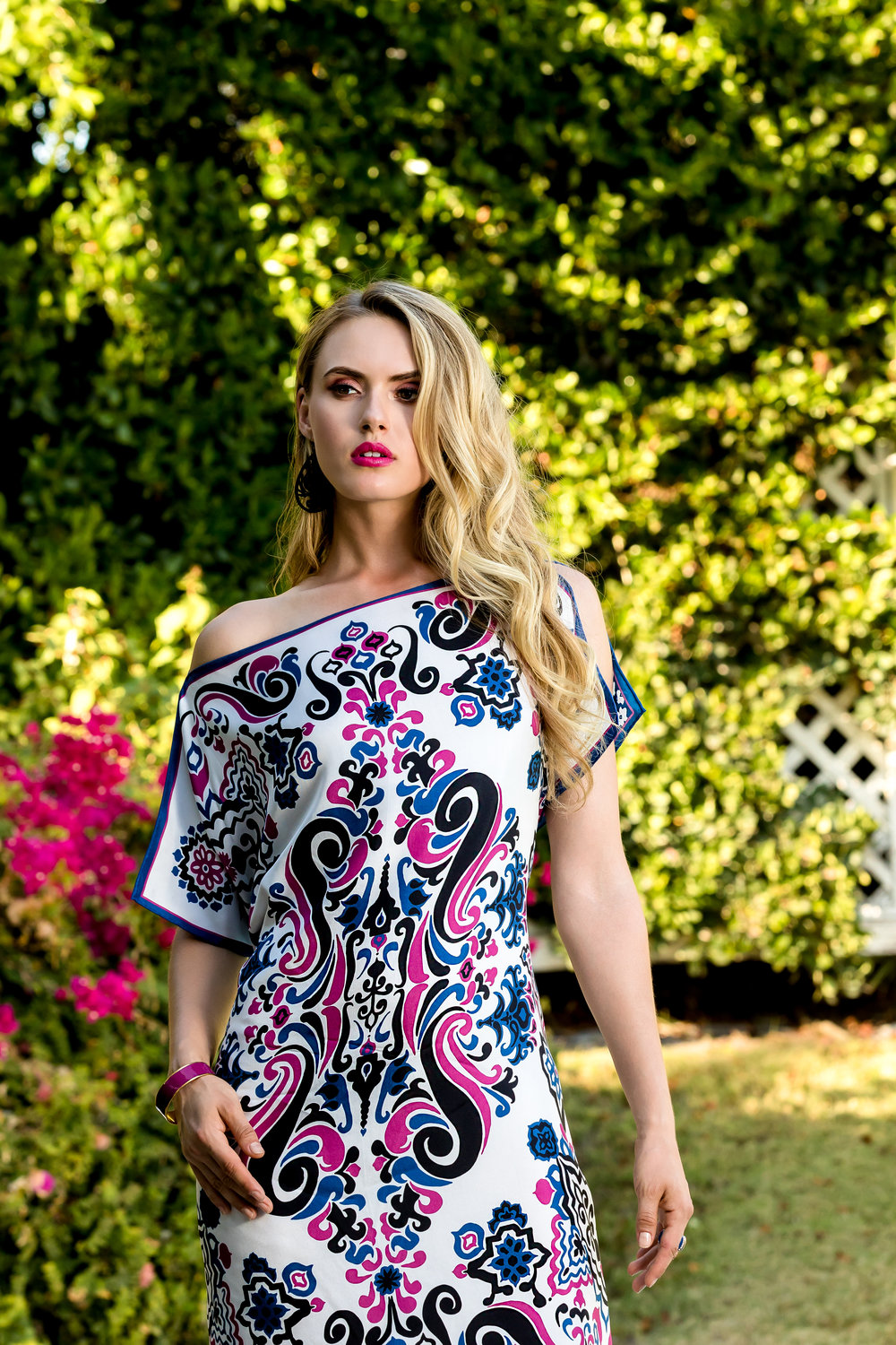 SHOP THE LOOK :  AMANDA REVERSIBLE SILK SCARF TUNIC IN LTD ED RETRO GRAPHIC / MOROCCAN GARDEN PRINTS