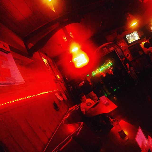 open mic night @ Old Ironsides. This place rules.  #OpenMicNight #everyopenmic #oldironsides #sacramento #sacramentomusicscene #travelingpoetry #newmusepoet #heartwireheart #nofilter