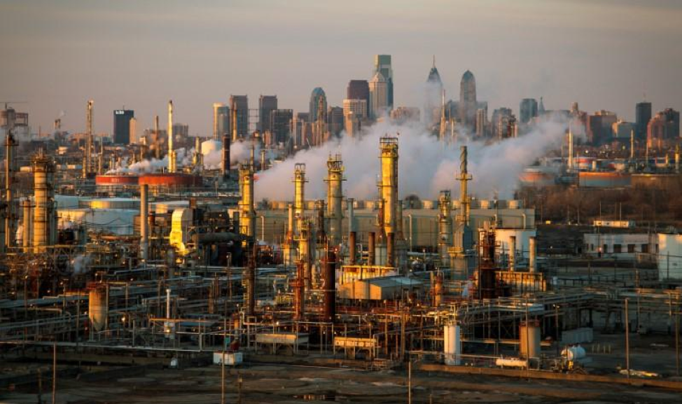 Source:The Philadelphia Energy Solutions oil refinery owned by The Carlyle Group is seen at sunset in front of the Philadelphia skyline March 24, 2014. REUTERS/David M. Parrott/File Photo