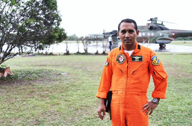 Indonesian Super Puma commander Major Suryo tells our digital producer Xabryna Kek that he was unable to retrieve a body today due to lashing rain and poor visability