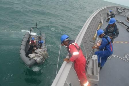 Indonesian search ship Bung Tumo has found a backpack, food and children's shoes, reports detikcom