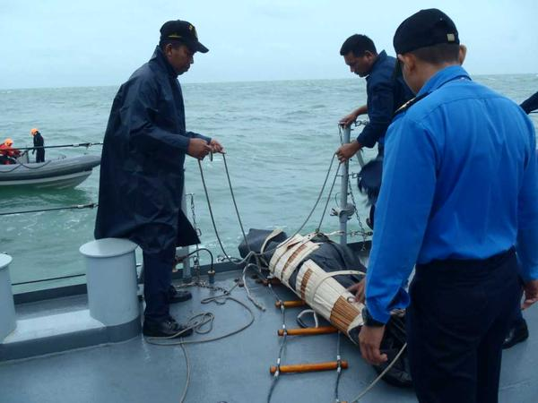 Crew on Malaysia's navy ships have helped retrieve four bodies at the QZ8501 debris site, the Malaysian Chief of Navy tweeted. The bodies were brought on board the Royal Malaysian Navy's KD Pahang and KD Lekir