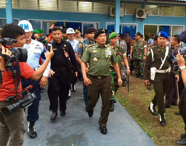 The Commander of the Indonesian Armed Forces (TNI) General Moeldoko said he saw for himself how difficult conditions are at sea, after he toured the QZ8501 search area. Speaking from Pangkalan Bun, he invited families to visit the crash site to scatter flowers and to view the search operations. He said the armed forces will provide the necessary assets to bring the families out there, but it depends on whether they accept the invitation