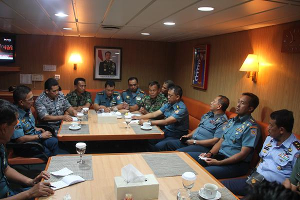General Moeldoko holds strategy meeting for the plane's salvage operation