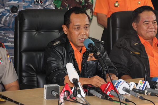 ASARNAS Chief Bambang Soelistyo has said that the operation to lift the fuselage from the seabed has so far failed. Authorities have been attempting to lift the fuselage with balloons, and have added that the mission to locate bodies is still ongoing