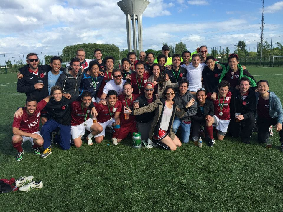 #19.  IESE team pic on the field!  (via  MBAOnly )