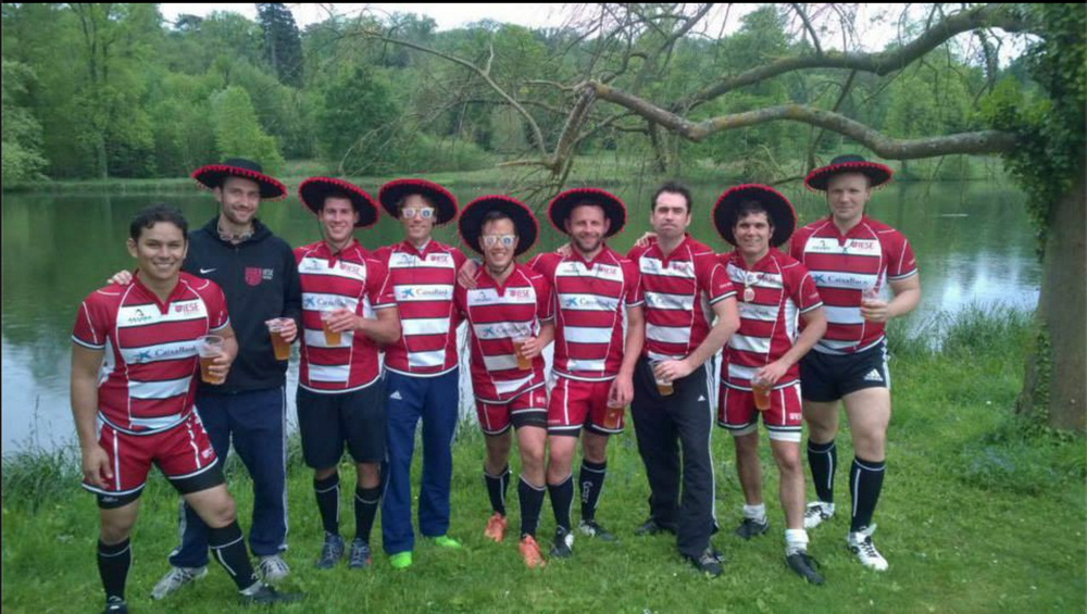 #38.  IESE team + hats = awesome photo op! (via iesemba)