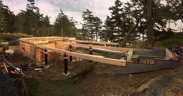 Floor beams up at the #bridgehouse . . . 📸: @manforth