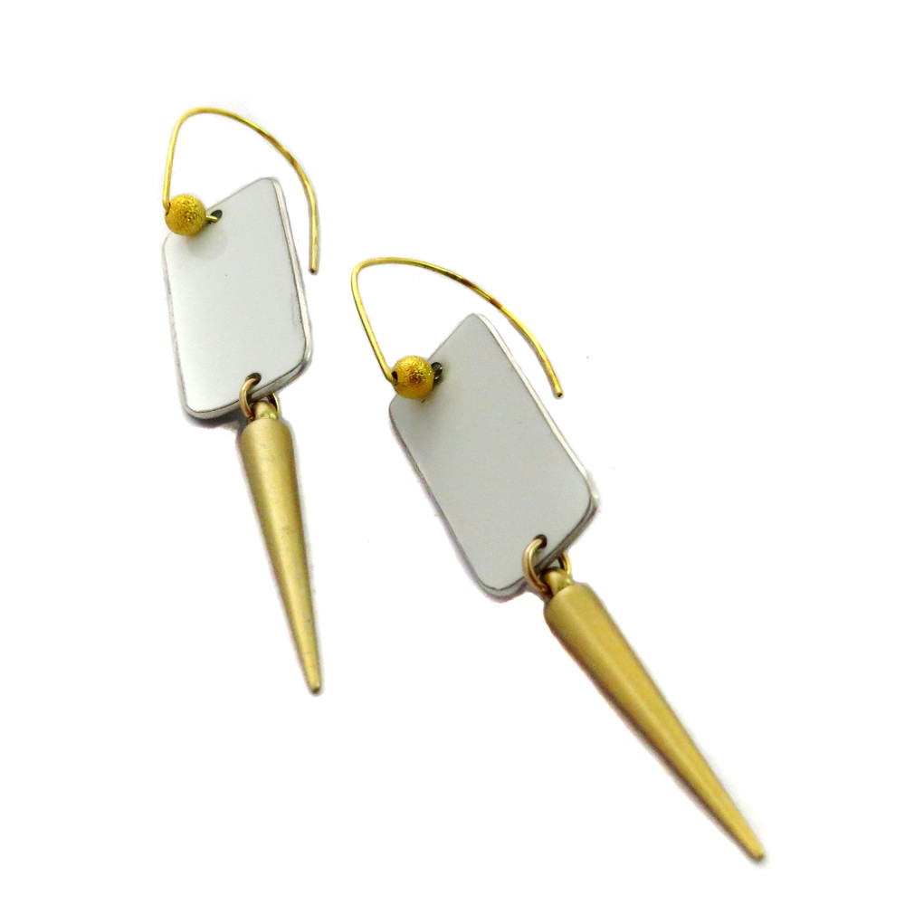 earrings-tesla-gold-spike-earrings-1_79a00a19-1af8-49b0-94c4-e8adf02dc171.jpg