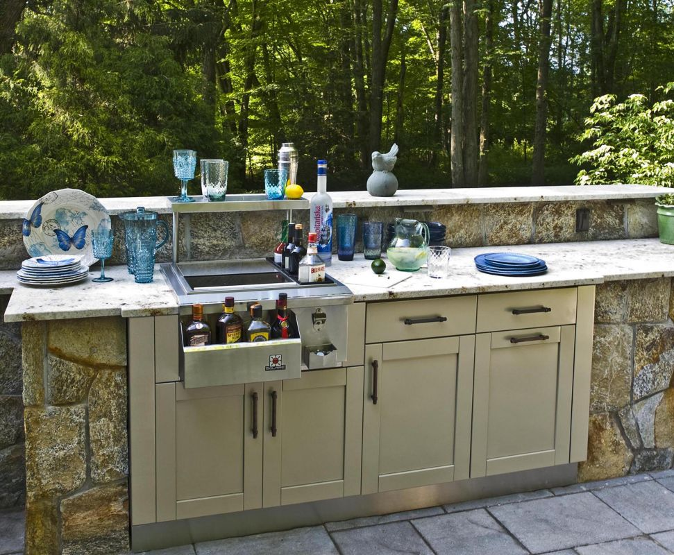 Attractive Outdoor Kitchen With Wet Bar Design Inspirations