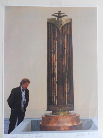 Grosse Kore 1995 Materials: copper, bronze Measurements: 500 x 100 x 100 cm