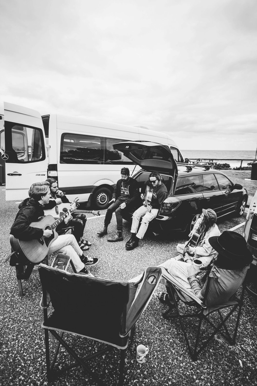 Van Jams going on in the car parks around Vanlife Sessions Photo: @haydenseyes