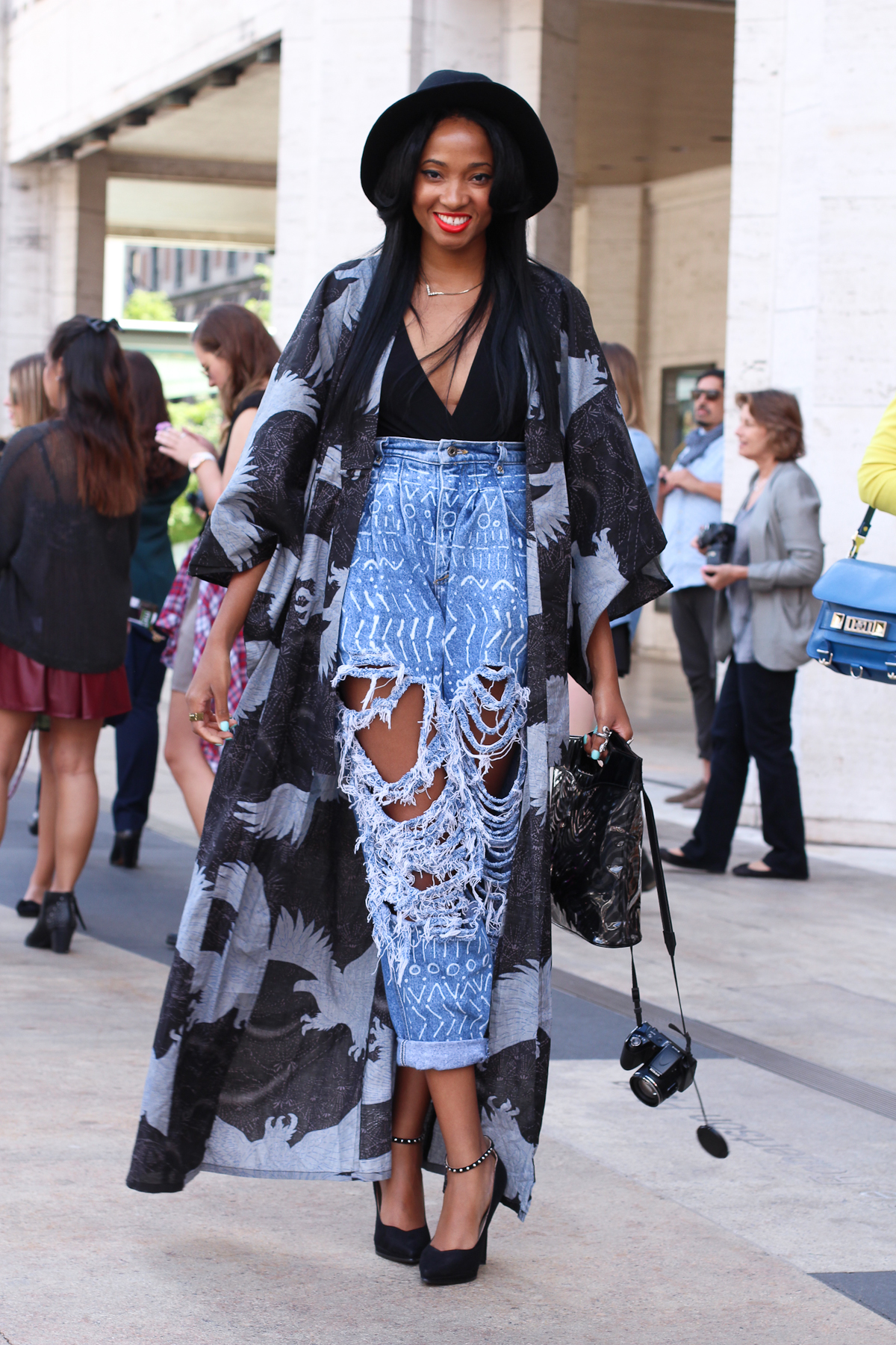 Style blogger Candace Marie in her ripped denim / Photo Source: ryanbyryanchua.com