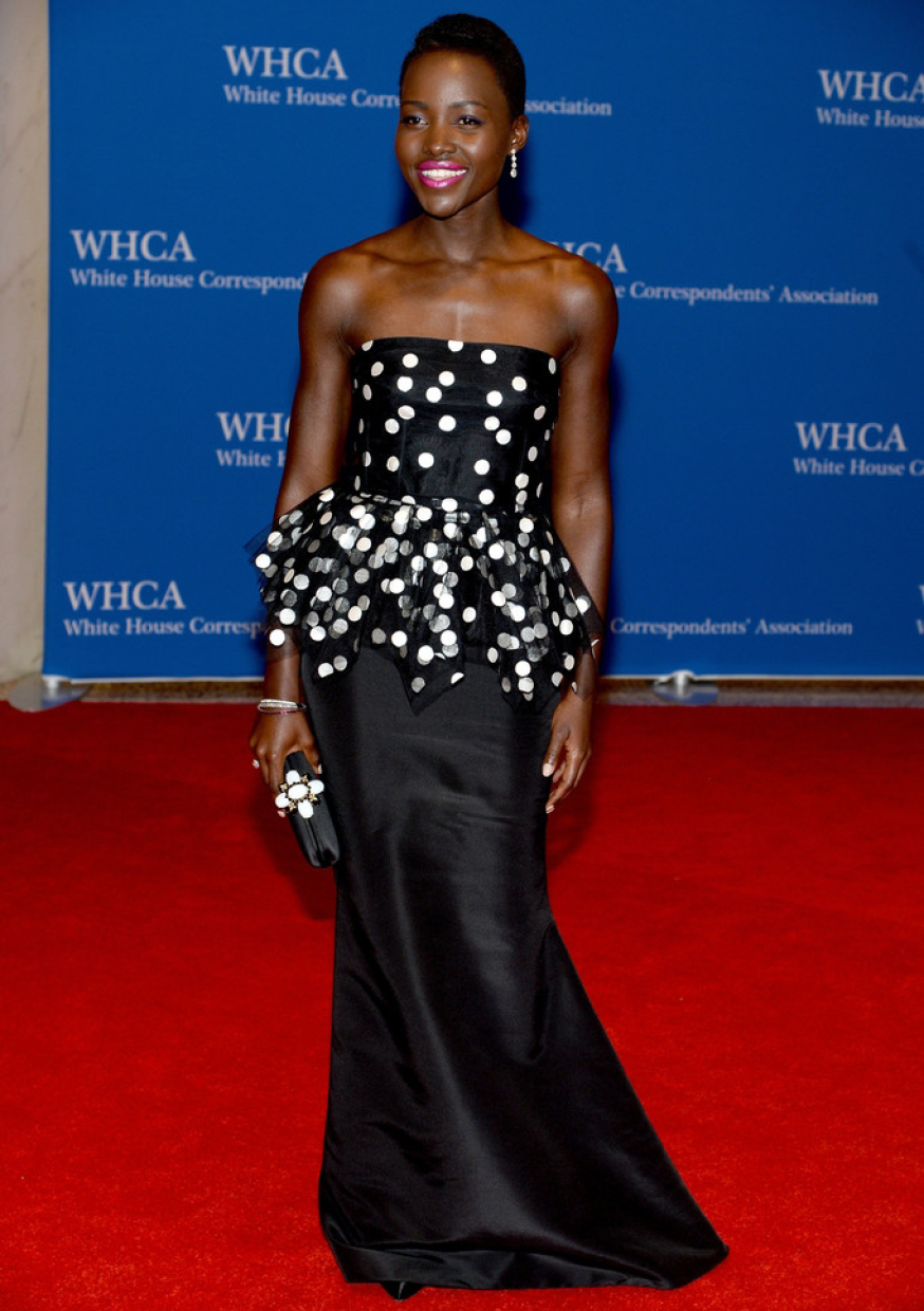 Ever the beauty, actress Lupita Nyong'o is edgy in this black strapless peplum by Oscar de La Renta, as she dined at the White House earlier this year / Photo Source: Playbuzz