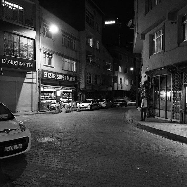 The streets of Istanbul (Turkey) at night #blackandwhitephotography #photooftheday #instagood #streetphoto_bw #iphone6splus #iphonephotography #istanbul #turkey