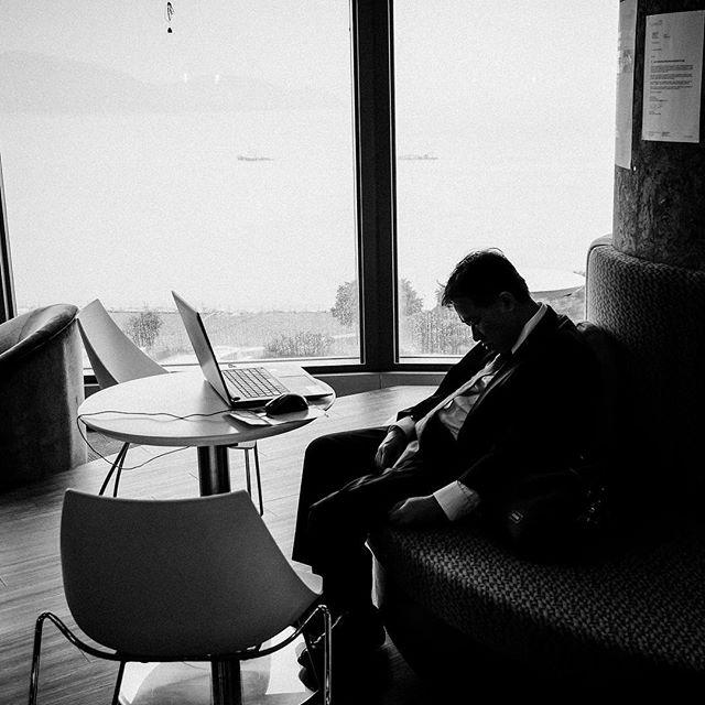 Work is hard!! [XF10-24mm | f/4.0 | 1/125 | iso800] #instagood #photooftheday #fujifilm #xpro2 #xf1024 @fujifilmx_us  @fujifilm_northamerica @_fujilove_  @fujifilmxpro2