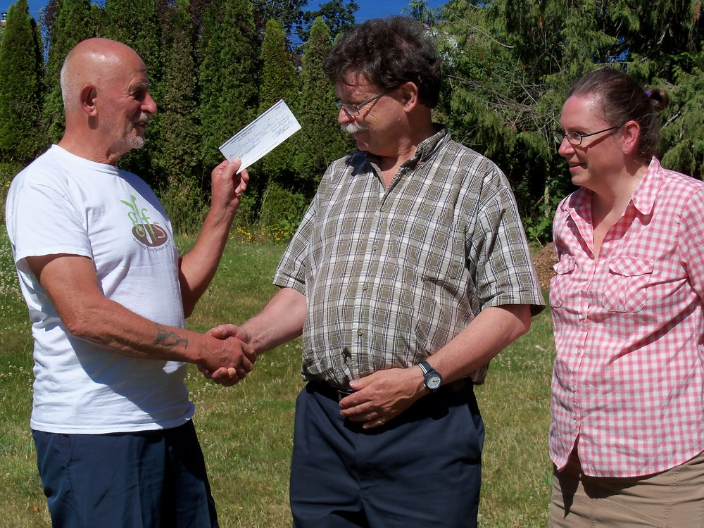 THANK YOU TO THE SAANICH FRUIT GROWERS ASSOCIATION FOR THEIR GENEROUS GIFT OF $5,000 DOLLARS. PRESENTED JUNE 20TH, 2016 TO MR. ORGANIC (DAVE FRIEND) AND BOARD PRESIDENT CAROL HYLAND BY MR HAROLD MCCARTHY ON BEHALF OF THE SFGA