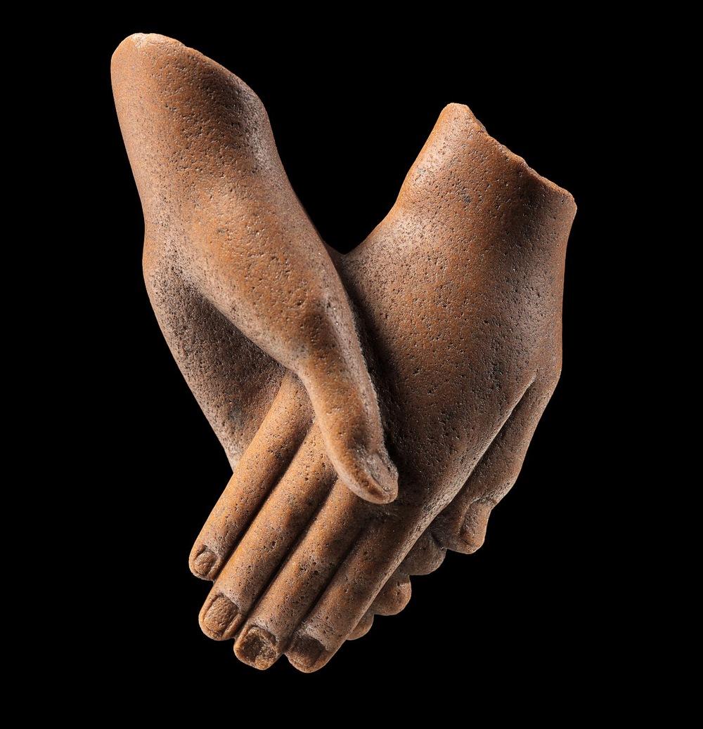 Clasped hands (c) Staatliche Museen zu Berlin 2C.png