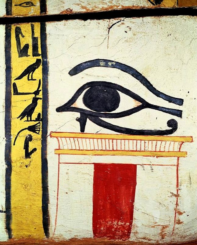 Wedjat Eye, detail from the sarcophagus cover of the Lady of Madja, ca. 1450 BC, Louvre 1B - Peter Willi.png