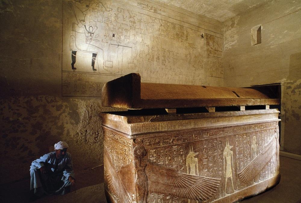 Burial Chamber 1B - Kenneth Garrett.jpg