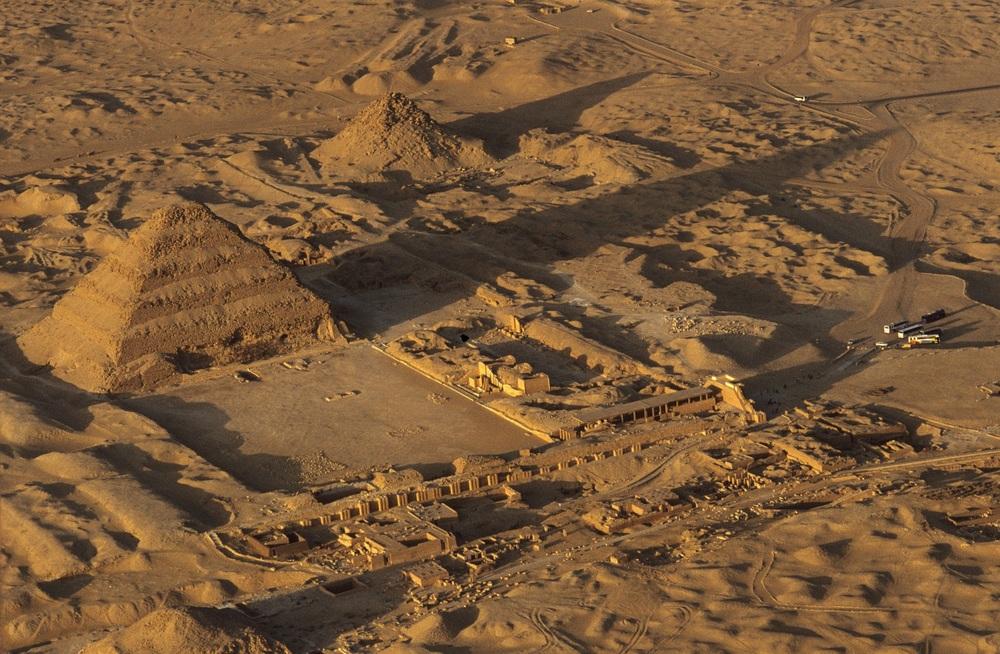 Saqqara from the air 1B - Kenneth Garrett.jpg