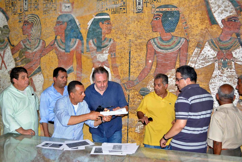 Examination of the burial chamber of King Tutankhamun by Nicholas Reeves (centre) and Antiquities Minister, Mamdouh el-Damaty (in the yellow shirt). Photo: Nevine El-Aref.