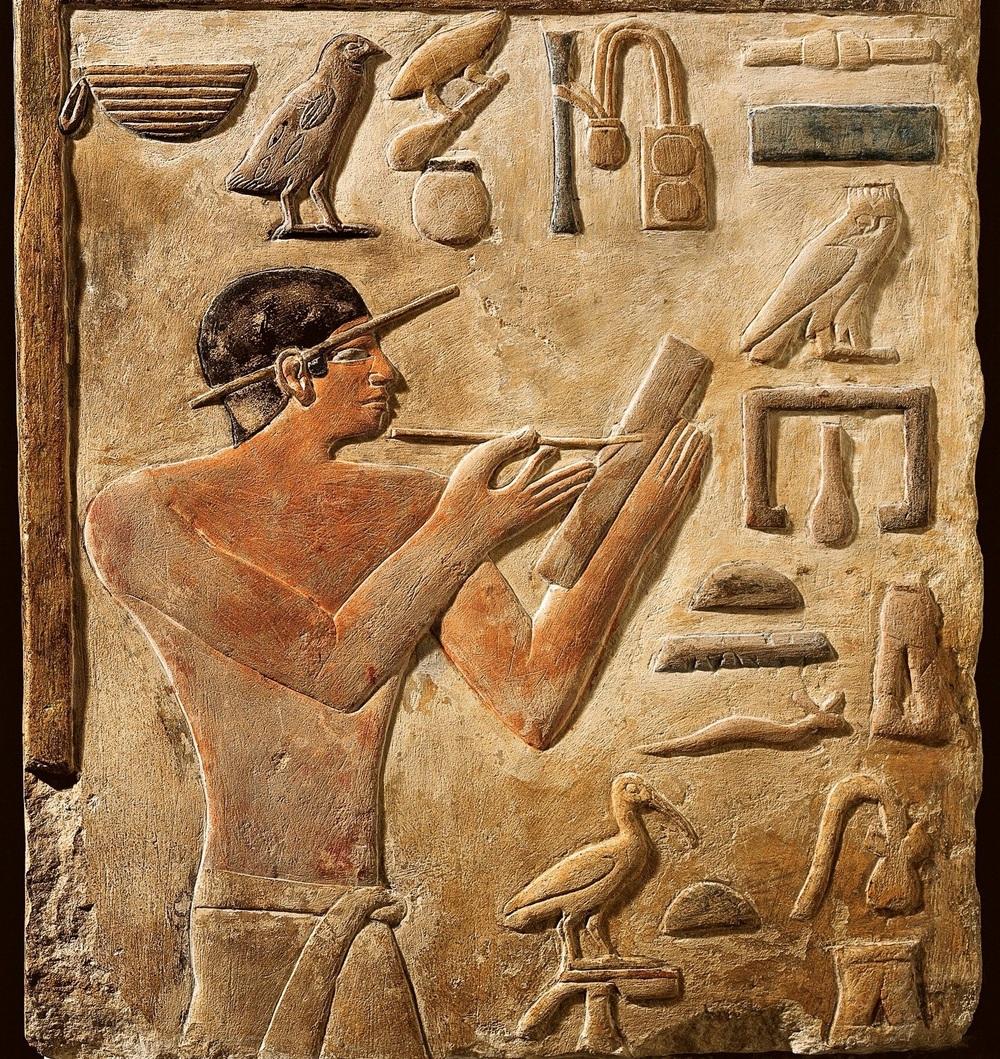 False door stele of Mery, Chief scribe of Saqqara royal archives. Detail Mery as scribe, Louvre 1C - G. Dagli Orti.jpg
