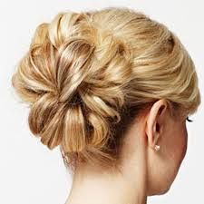 4 GREAT HAIRDOS FOR NURSES